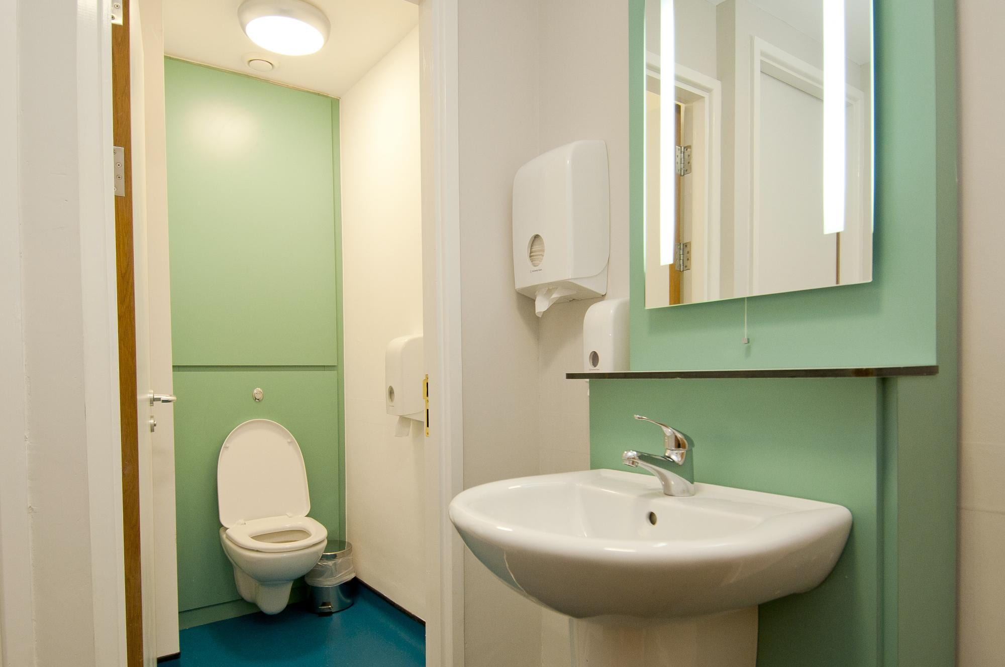 YHA Ambleside Bathroom
