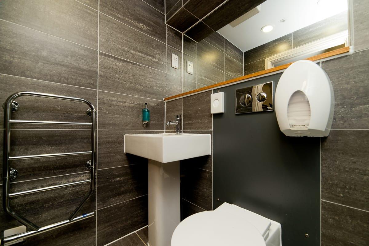 YHA Brighton Bathroom