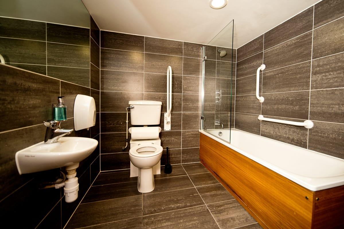 YHA Brighton Premium Bathroom