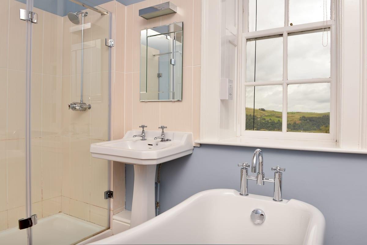 YHA Grinton Lodge Premium Bathroom