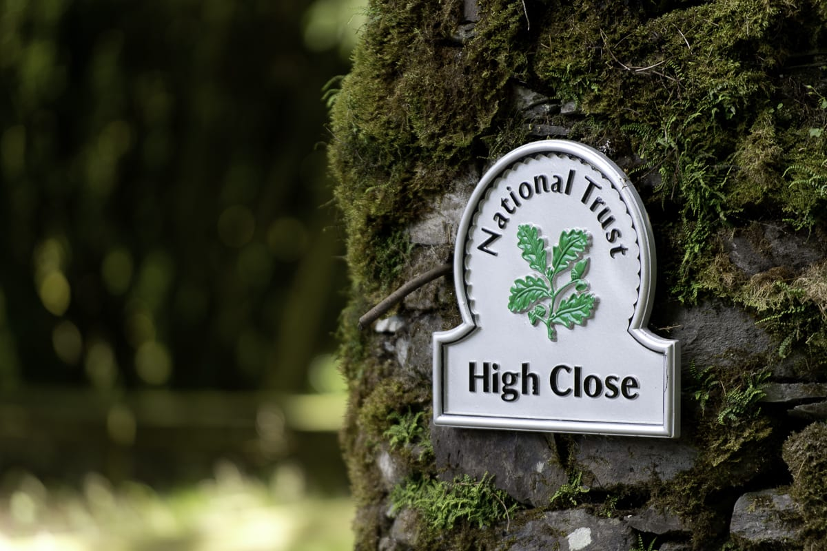 YHA Langdale Exterior Detail Sign