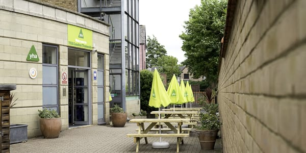 YHA London Thameside Courtyard