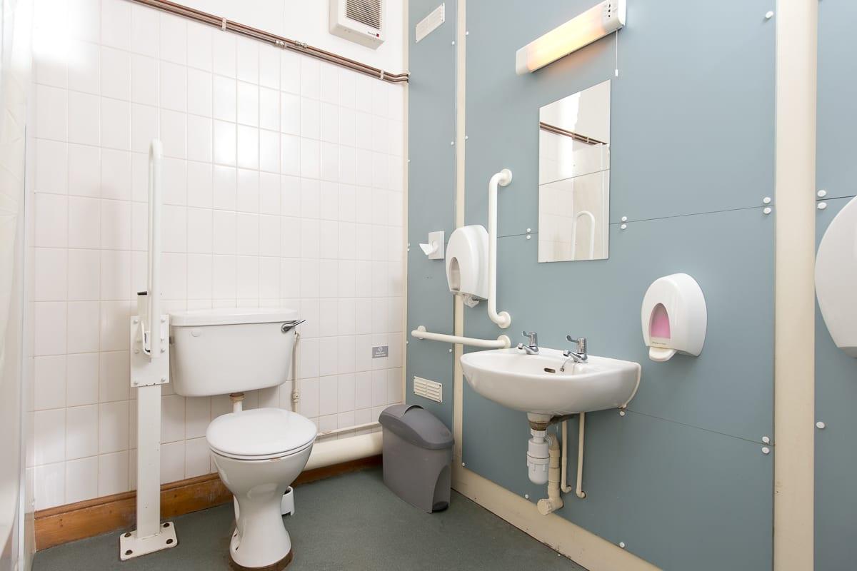 YHA Medway Bathroom