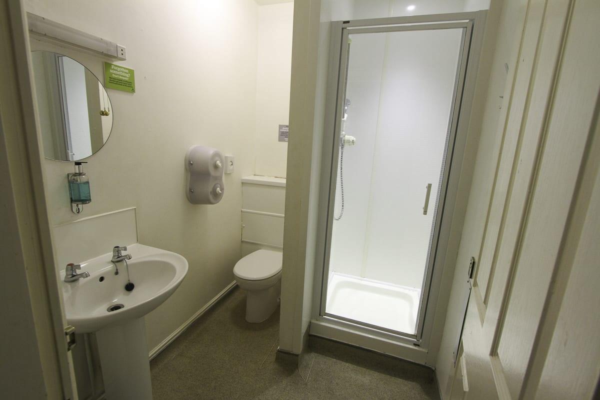 YHA Snowdon Llanberis Bathroom