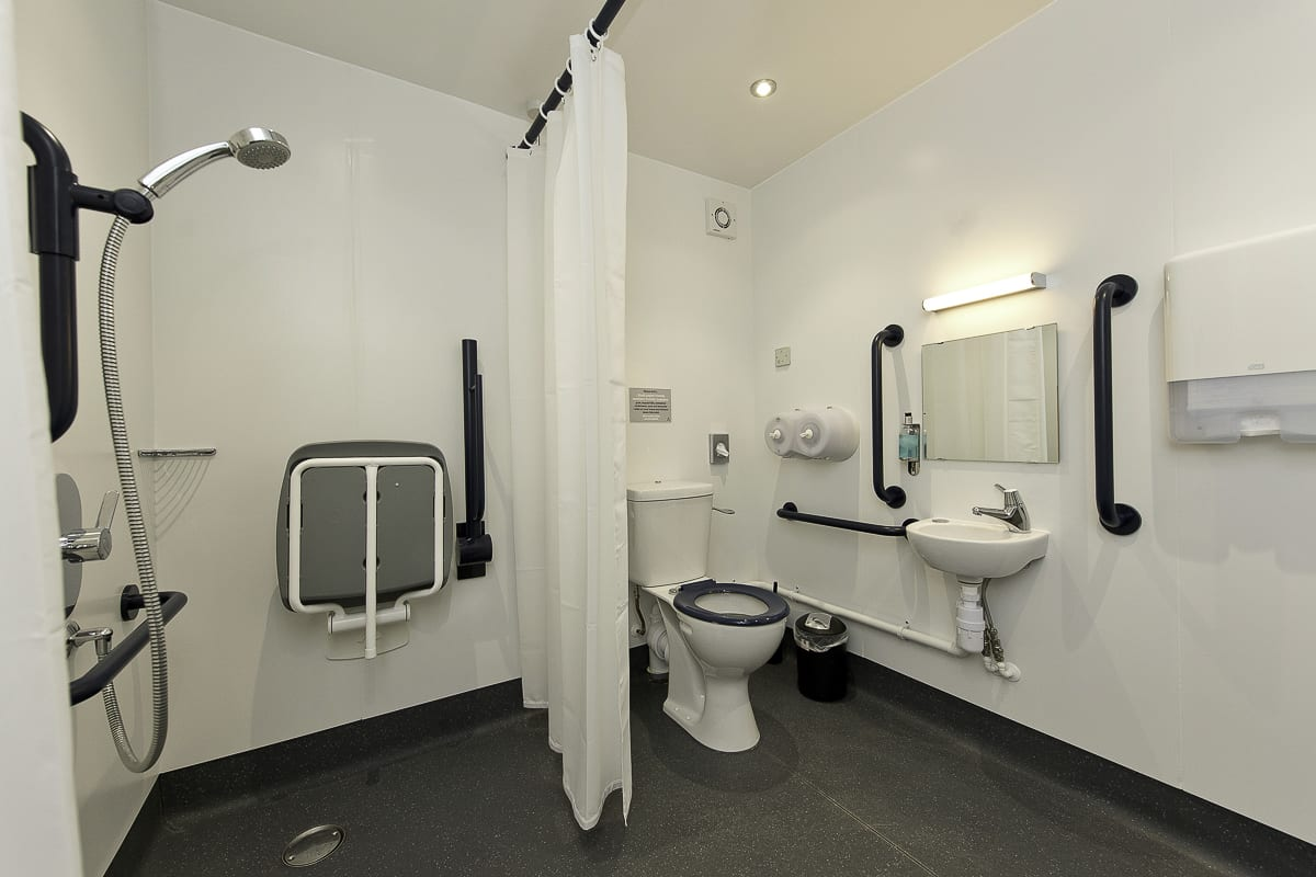 YHA Treyarnon Bathroom