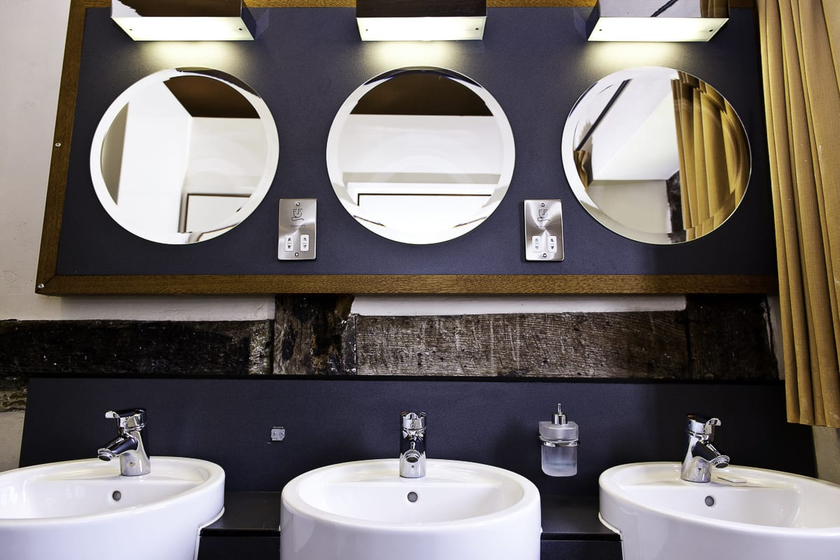 YHA Wilderhope Bathroom