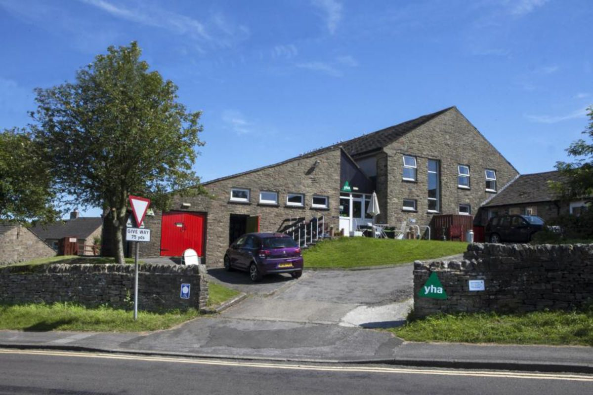 YHA Hawes entrance and parking