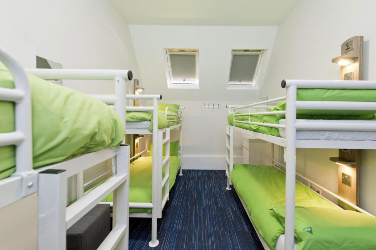 YHA Swanage bedroom with two bunkbeds